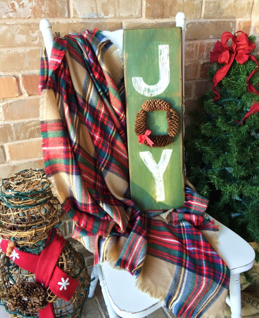 This DIY holiday sign using pinecones is a super easy way to add a rustic touch to your holiday decor.